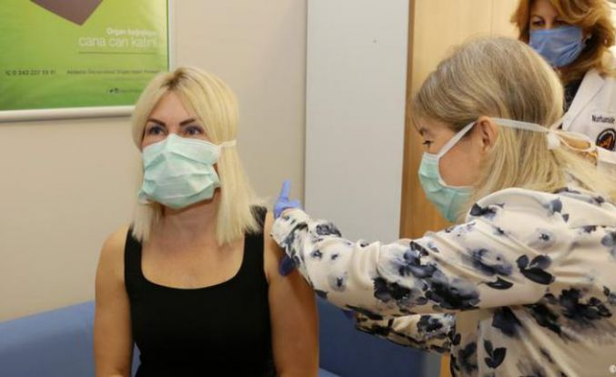 Sağlık Bakanlığı: Çin aşısı gönüllüler üzerinde denenecek