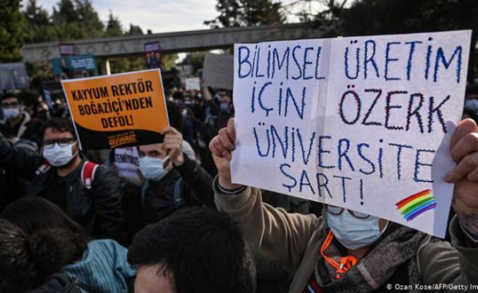 Boğaziçi protestoları: Rektör Danışmanı Zafer Yenal istifa etti
