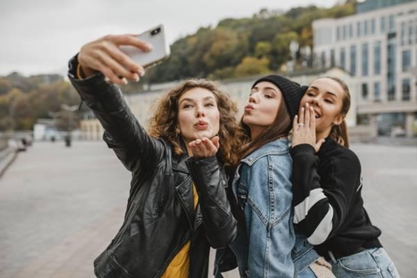Sosyal medya da güzel görünmek için estetik çılgınlığı