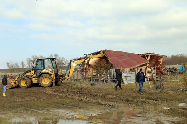 Büyükçekmece Gölü koruma havzasında yapılan kaçak yapılar tek tek yıkıldı