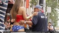 Kostümlü Kızı Elle Taciz ettiler
